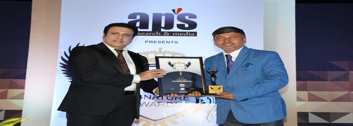 Dr. R.K. Yadav with previous India caption Ajaharu Din